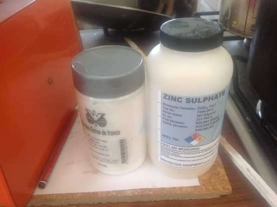 Zinc sulphate and white pigment
